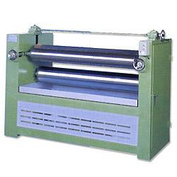 Roller glue spreader
