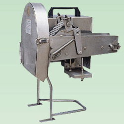 conveying vegetable slicer