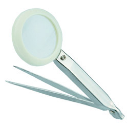 tweezers with a magnifier